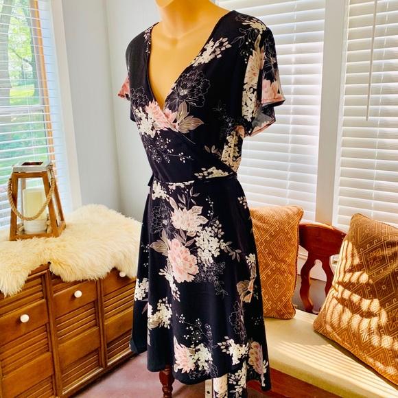 Fflmyuhuliu Dresses & Skirts - GORGEOUS charcoal grey, pastel pink wrap dress!!